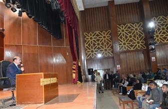 محافظ أسوان يستمع لشكاوى المواطنين في أول لقاء جماهيري| صور