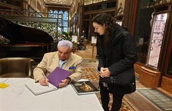 زاهي حواس يوقع كتابه عن توت عنخ آمون بثلاث لغات في بوادبست | صور