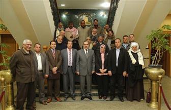 محافظ كفر الشيخ يشهد تسليم 13 عقد تقنين أراضي أملاك الدولة للمستفيدين من المواطنين | صور