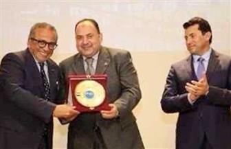 وزير الرياضة يكرم رئيس لجنة الاتصال ببطولتي إفريقيا للكبار وللشباب | صور