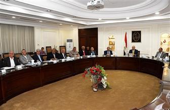 وزير الإسكان يجتمع مع شركات المقاولات المنفذة لمشروع الحدائق المركزية بالعاصمة الإدارية الجديدة