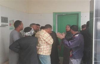 إحالة 15 موظفًا للتحقيق لتغيبهم وتركهم العمل بمدينة إسنا جنوب الأقصر| صور