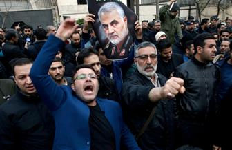 عشرات الآلاف في إيران ينظمون مسيرات احتجاجا على مقتل سليماني