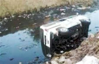 إصابة 10 أشخاص بينهم 4 سيدات في انقلاب ميكروباص في مجرى مائي بالغربية