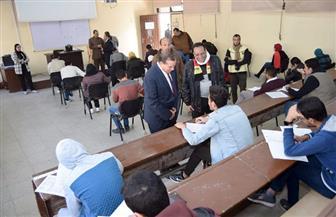 رئيس جامعة سوهاج يتفقد أعمال التصحيح الإلكتروني بكلية الصيدلة | صور