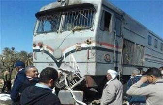 قطار يحطم سيارة ربع نقل بمزلقان بلانة بأسوان | صور