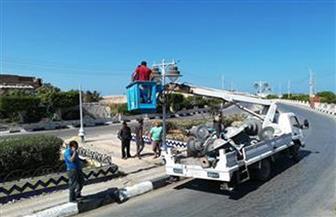 تشغيل وتركيب ألف عامود إنارة وكشافات في 12 حيا سكنيا بمطروح
