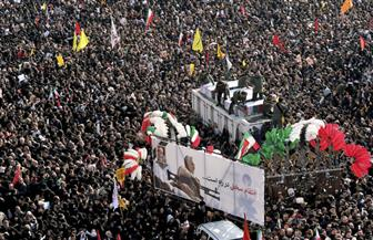"""حشود ضخمة في جنازة سليماني وابنته تحذر أمريكا من """"يوم أسود""""  صور"""