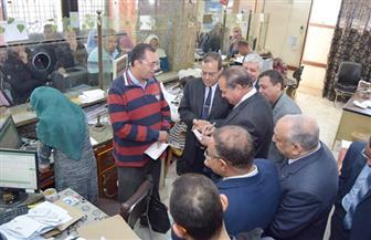 رئيس جامعة سوهاج يتفقد الخدمات الجديدة بمكتب البريد | صور