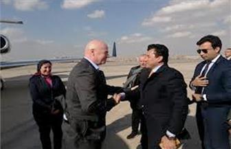 وزير الرياضة يستقبل رئيس الاتحاد الدولي لكرة القدم بمطار القاهرة