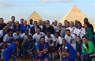 وزير الرياضة في ملعب مباراة أساطير العالم بسفح الأهرامات