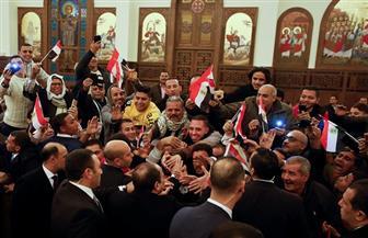 """""""معاك يا ريس"""" و""""مصر أمانة"""".. هتافات الأقباط في استقبال الرئيس السيسي بالكاتدرائية"""