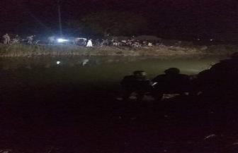 انتشال جثة وإنقاذ ٣ آخرين بعد انقلاب سيارتهم في ترعة بالدقهلية |صور