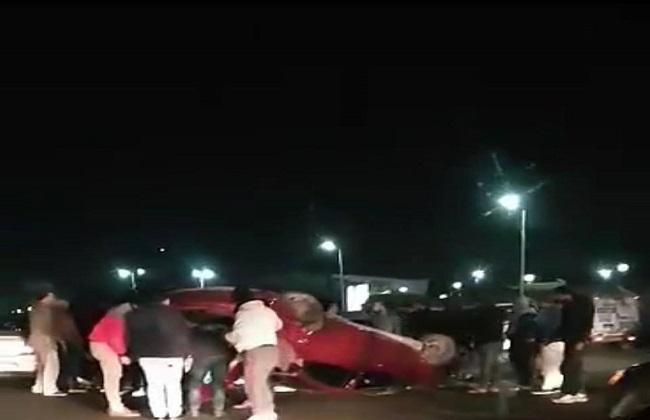 إصابة شخصين في حادث انقلاب سيارة ملاكي بطريق الأوتوستراد أمام جامعة الأزهر -