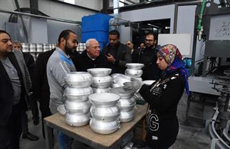 محافظ بورسعيد يتابع سير العمل داخل مصنع الأوانى والأدوات المنزلية الفورجيد | صور