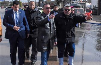 محافظ الإسكندرية يتفقد أعمال رفع مياه الأمطار بالطريق الصحراوي | صور