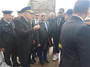 القيادات الأمنية تتابع رفع آثار حادث الإسكندرية الصحراوي |صور