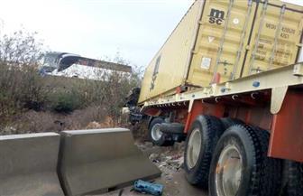 محافظ الإسكندرية ينتقل لموقع حادث انقلاب سيارتين بالطريق الصحراوي
