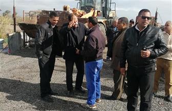 رئيس مركز قطور يتابع رفع مياه الأمطار ويصادر مواد بناء لمبنى مخالف |صور