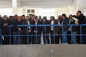 وزير الإسكان ومحافظ المنيا يتفقدان محطة مياه أبوقرقاص |صور
