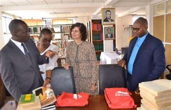 سفيرة مصر ببوروندى تهدى دار توثيق إصدارات الصحافة البوروندية عددا من الكتب عن مصر | صور