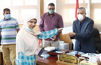 تكريم الطلاب في مسابقة التأليف المسرحي وحفظ القرآن الكريم بقنا | صور