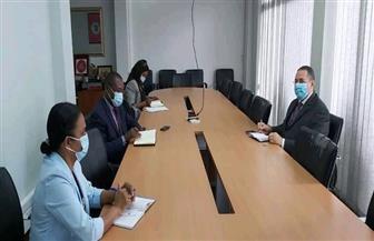 السفير المصري بمابوتو يبحث مع مدير وكالة الاستثمارات تعزيز التعاون بين مصر وموزمبيق|صور