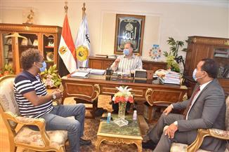 """محافظ أسيوط يلتقي رئيس هيئة قصور الثقافة ويعلن دعمه لمبادرة """"صنايعية مصر"""""""