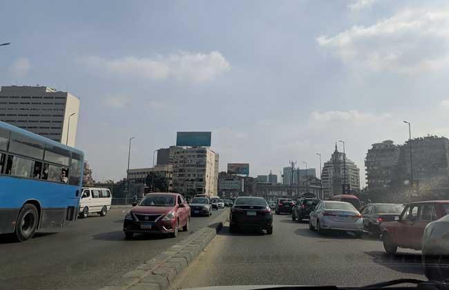 النشرة المرورية  كثافات مرورية بكوبري أكتوبر وكورنيش النيل مع ساعات الذروة الصباحية  صور