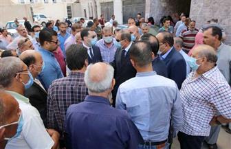 محافظ كفرالشيخ يتابع إجراءات إنهاء تصاريح الدفن لنائب رئيس المدينة ورئيسة قرية توفيا في حادث تصادم|صور