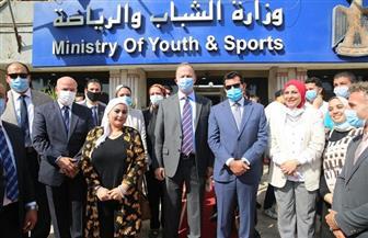 وزير الشباب يلتقي ممثلي «اليونيسف» ويتفقد معرضا لمنتجات برنامج «مشواري» | صور