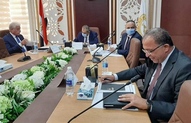 محافظ جنوب سيناء يعرض مطالب مواطني المحافظة على الاجتماع ...