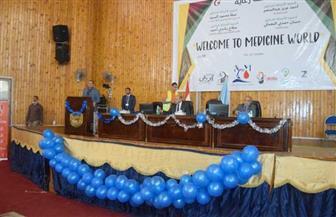 رئيس جامعة سوهاج يشهد احتفال كلية الطب باستقبال طلابها الجدد | صور