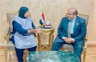 وزير العدل يكرم عاملة بمحكمة شمال الجيزة | صور