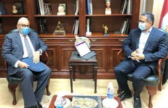 العناني يستقبل سفير دولة إيطاليا بالقاهرة لبحث تعزيز سبل التعاون الأثري والسياحي بين البلدين