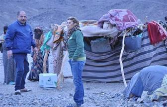 توزيع مواد غذائية وملابس ومفروشات على عدد من الأسر الأكثر احتياجا في مرسى علم   صور