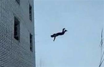 مصرع شاب سقط من الطابق الرابع بمنزل خطيبته إثر مشاجرة مع أسرتها