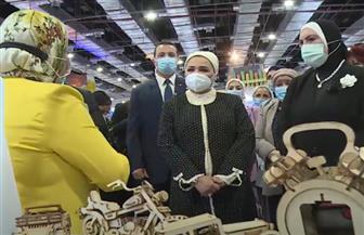 انتصار السيسي: سعدت بزيارة معرض «تراثنا».. وأتطلع ليكون رسالة دعم لأصحاب الحرف اليدوية | فيديو