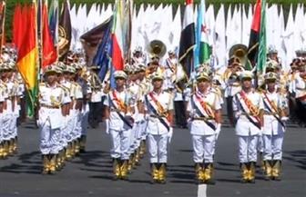 خريجو كلية الشرطة دفعة 2020 يحملون أعلام كل بلد أمام الرئيس السيسي