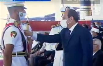 الرئيس السيسي يمنح نوط الامتياز من الطبقة الثانية لأوائل طلبة كلية الشرطة