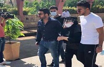 انهيار الفنانة شهيرة بالبكاء بعد وصول جثمان محمود ياسين