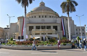 جامعة القاهرة تستقبل طلابها.. بوابات للتعقيم.. تحية العلم وعزف السلام الجمهوري أمام القبة |صور