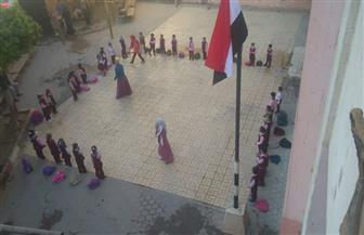 بدون طوابير صباحية.. مدارس الفيوم تنتظم في الدراسة وتوزع علم مصر على التلاميذ