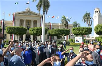 عبد الغفار والخشت يشهدان تحية العلم وعزف النشيد الوطنى بحرم جامعة القاهرة | صور