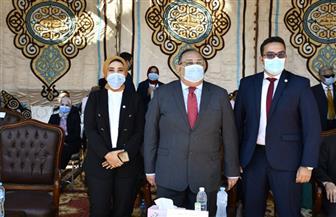 رئيس جامعة حلوان يرفع علم مصر خلال فعاليات حفل استقبال الطلاب|صور