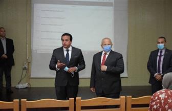 وزير التعليم العالي يشهد أول تجربة ناجحة للمنصة التعليمية الذكية بجامعة القاهرة | صور