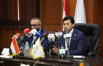 وزير الرياضة يستعرض استعدادات المنتخبات الوطنية مع اتحاد الكرة | صور