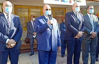 محافظ القاهرة يشارك الطلاب طابور الصباح ويهنأهم بنصر أكتوبر والمولد النبوي