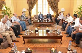 وزير التنمية المحلية يختتم زيارته للأقصر بلقاء رؤساء المدن بحضور المحافظ | صور