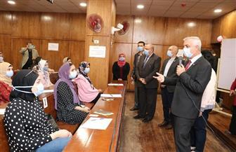 رئيس جامعة المنوفية يتابع بدء الدراسة بكلية الإعلام | صور